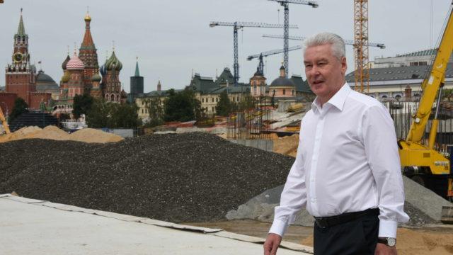 22 июля 2016 Мэр Москвы Сергей Собянин осмотрел ход реконструкции парка Зарядье