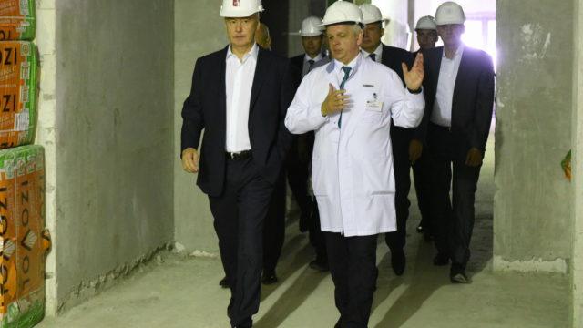24 августа 2016 Мэр Москвы Сергей Собянин осмотрел ход строительства Перинатально центра ГКБ №67