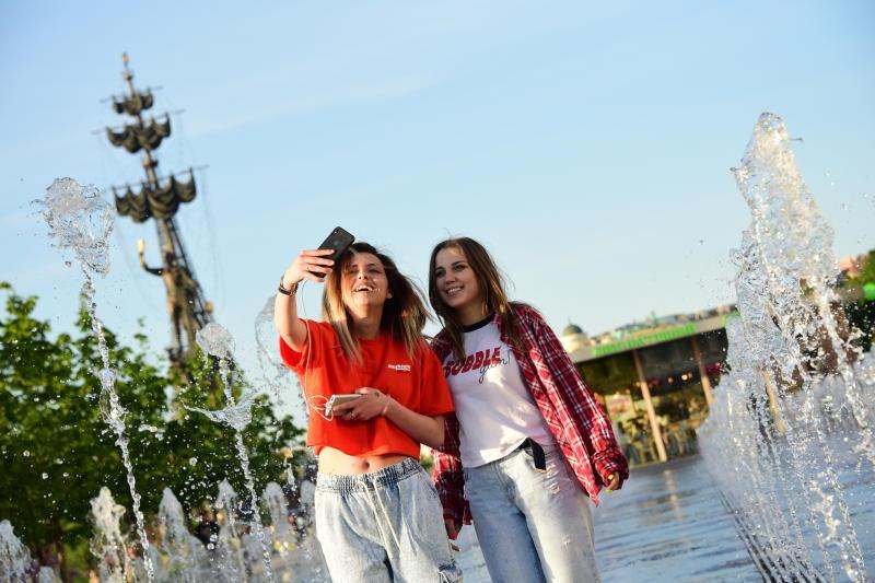 В Парке Горького в первой половине дня побывало уже 160 тыс человек. Фото: архив